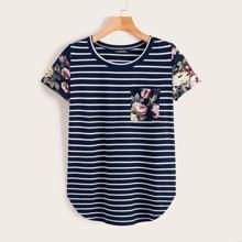 T-Shirt mit Streifen & Blumen Muster und gebogenem Saum