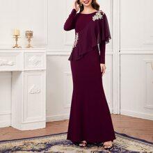 Kleid mit Applikation vorn und Rueschenbesatz