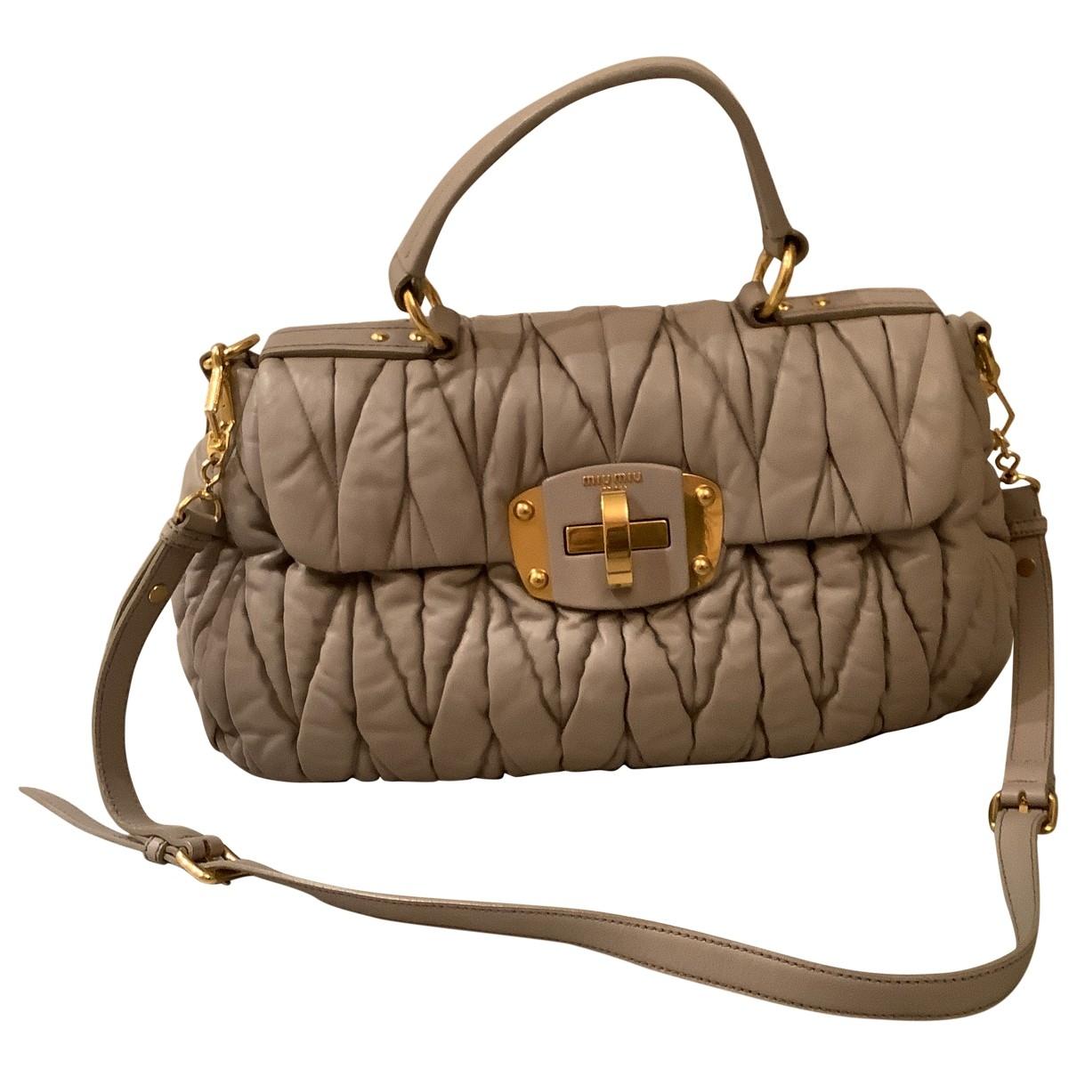 Miu Miu Matelasse Handtasche in  Grau Leder