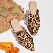 Mules planos de leopardo de punta