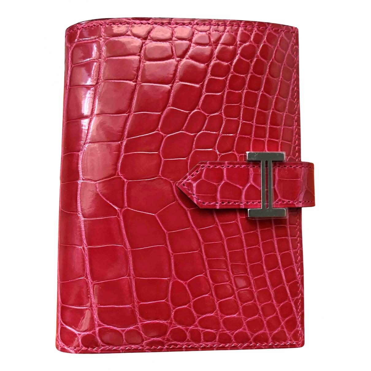 Hermes Bearn Portemonnaie in  Rosa Aligator