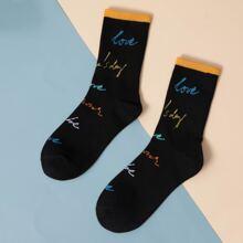 Maenner Socken mit Buchstaben Grafik