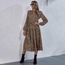 Kleid mit Muster, V Ausschnitt vorn und Rueschenbesatz