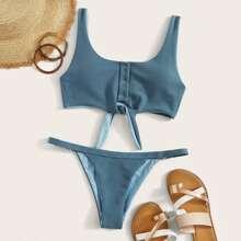 Bikini mit Knoten vorn