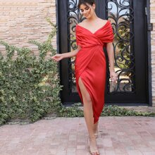 Schulterfreies Satin Kleid mit Ruesche Detail und Wickel Design
