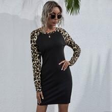 Kleid mit Kontrast Leopard Muster und Raglanaermeln