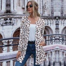Outerwear mit Leopard Muster und sehr tief angesetzter Schulterpartie