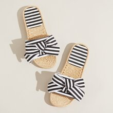 Schwarze und Weisse Pantoffeln mit offener Zehenpartie