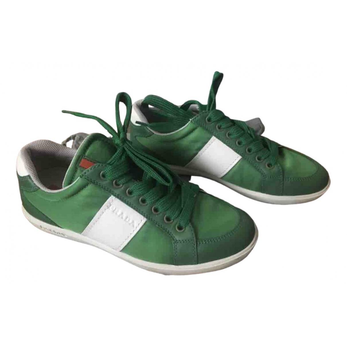 Prada \N Sneakers in  Gruen Leinen
