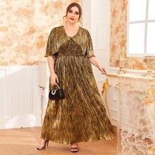 Figurbetontes mehrschichtiges Kleid mit Raffung Einsatz, gekraeuseltem Saum und metallischem Einsatz
