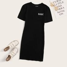 Strick Kleid mit Buchstaben Stickereien und kurzen Ärmeln