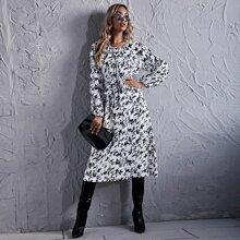 A-Linie Kleid mit Blatt Muster und Guertel
