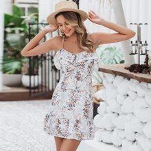 vestido de tirante floral bajo fruncido con tiras con nudo