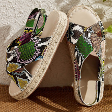 Sandalias de talon abierto de punta abierta con estampado de piel de serpiente