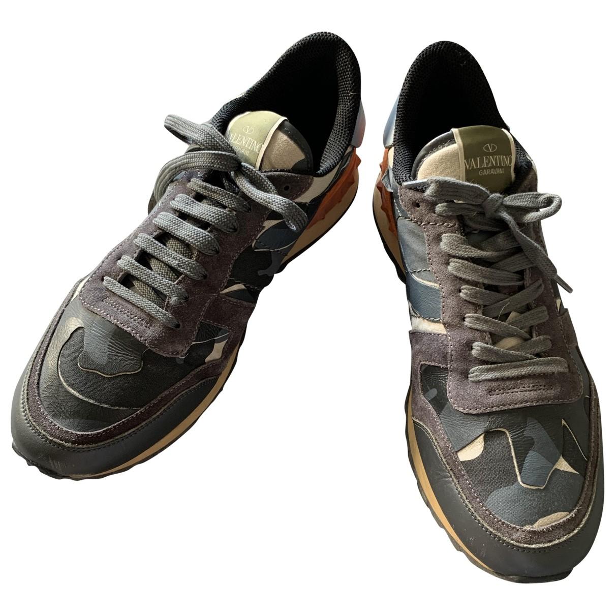 Valentino Garavani Rockrunner Sneakers in  Braun Leder