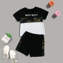 Baby Jungen T-Shirt mit Kontrast Camo Einsatz, Buchstaben Muster & Shorts