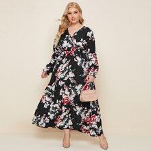 Kleid mit Blumen Muster und V-Ausschnitt vorn