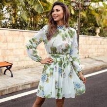 Kleid mit Stehkragen, Guertel und Blumen Muster