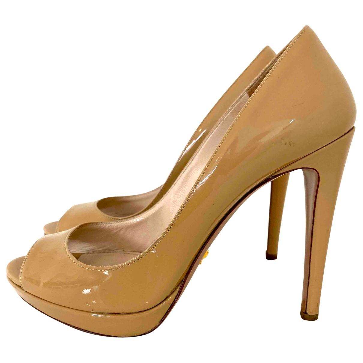 Prada - Escarpins   pour femme en cuir verni - beige