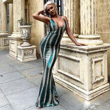 Kleid mit tiefem Kragen, Pailletten und Meerjungfrausaum