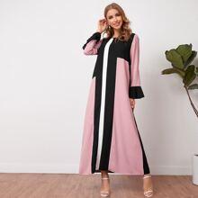 Kleid mit Schosschenaermeln und Farbblock