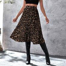 Rock mit Leopard Muster und Falten