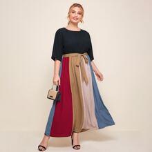 Kleid mit Farbblock und Guertel
