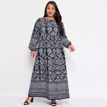 Kleid mit Stamm Muster
