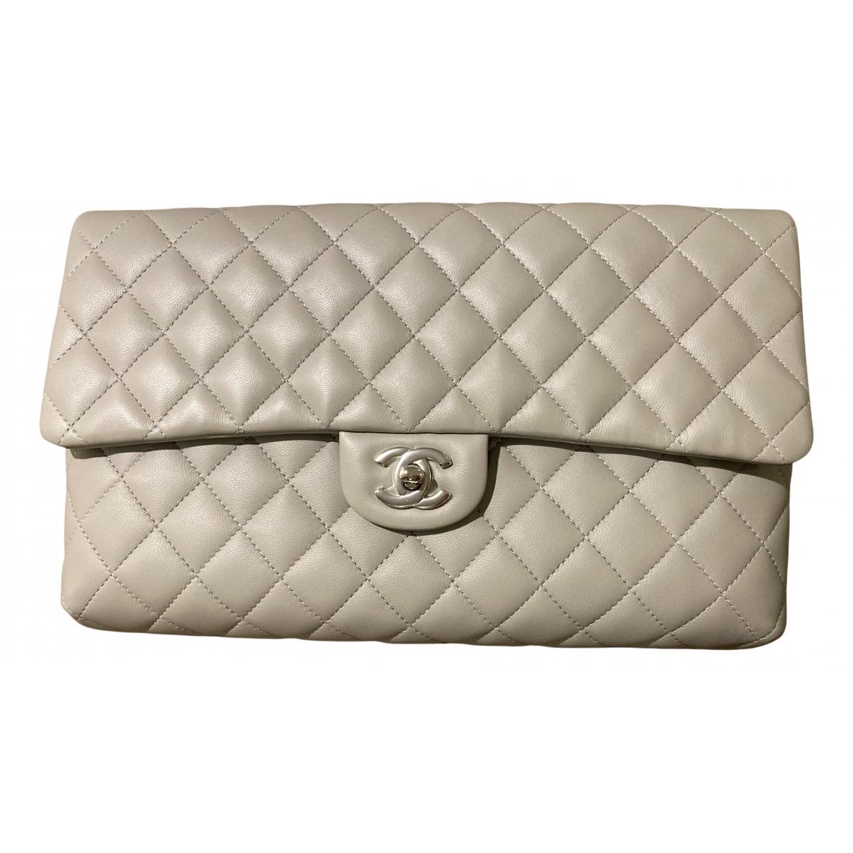 Chanel Timeless/Classique Clutch in  Grau Leder