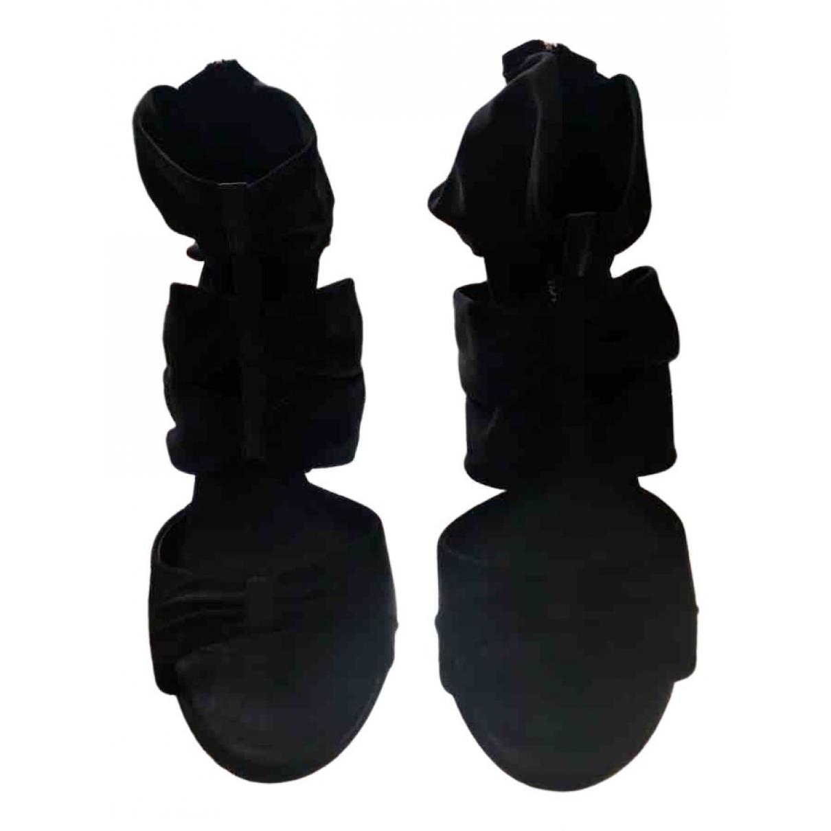 Fendi \N Sandalen in  Schwarz Polyester