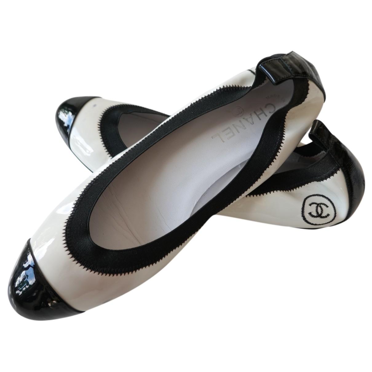 Chanel - Ballerines   pour femme en cuir verni - blanc