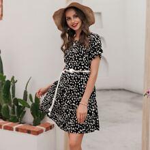 Dalmatiner Kleid mit Raffungsaum und gerollten Ärmeln ohne Guertel