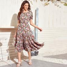A Linie Kleid mit ueberallem Blumen Muster und Schosschenaermeln