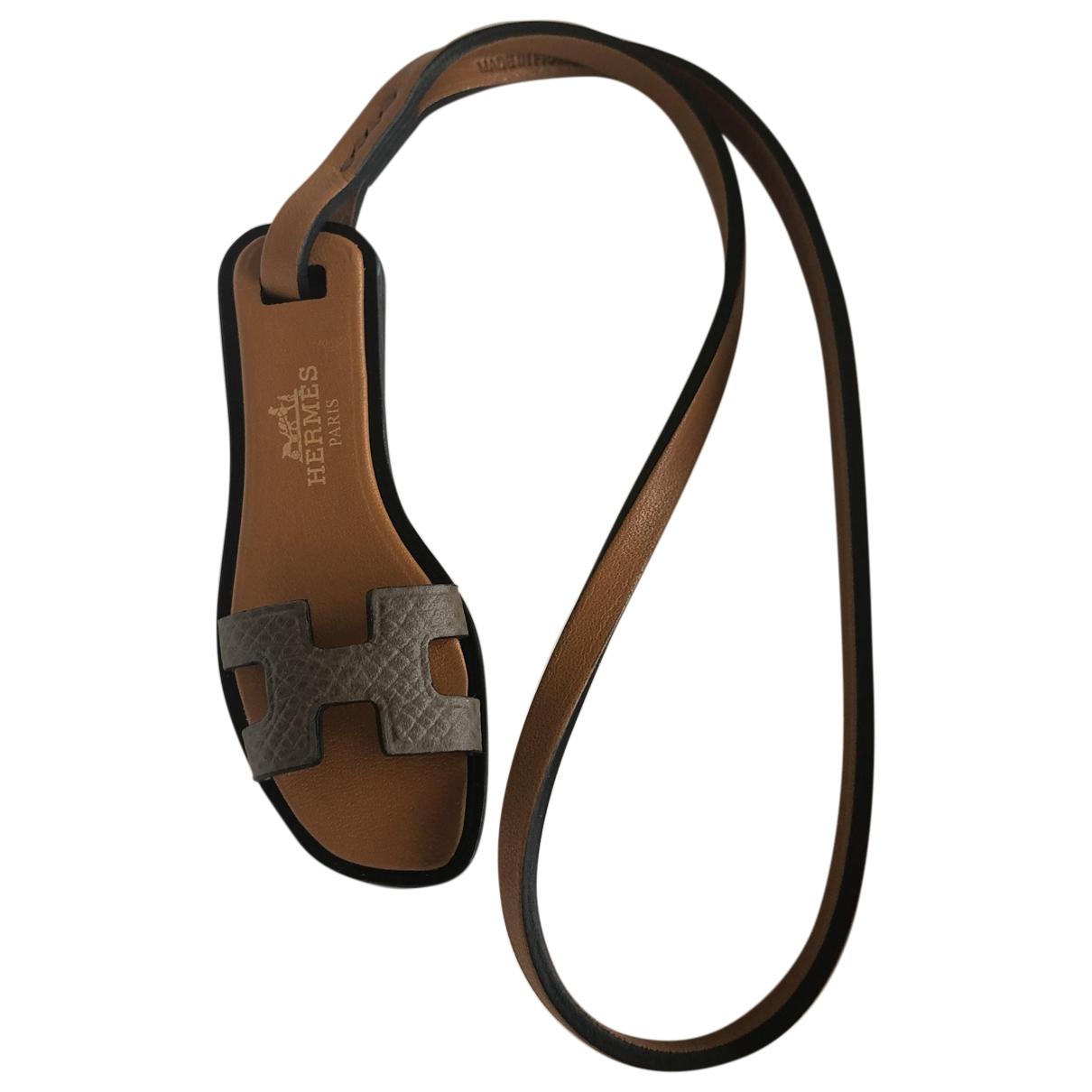 Hermes Oran Nano Charm Taschenschmuck in  Kamel Leder