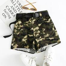 Shorts mit Camo Muster, Taschen Klappen, Schnalle und Guertel