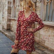 Kleid mit Blumen Muster und Ruesche