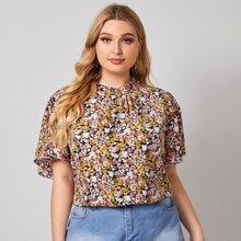 Bluse mit Blumen Muster und Schmetterlingaermeln