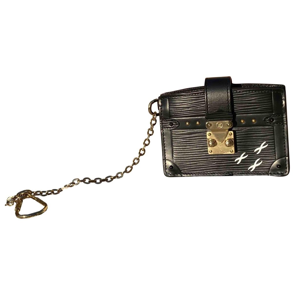 Louis Vuitton Essential Trunk Clutch in  Schwarz Leder