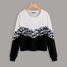 Sweatshirt mit Cut And Sew und sehr tief angesetzter Schulterpartie