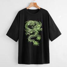 T-Shirt mit Drache Muster und sehr tief angesetzter Schulterpartie