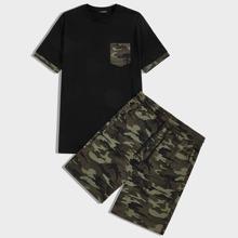 Conjunto de hombres camiseta con bolsillo con shorts de camuflaje con cordon