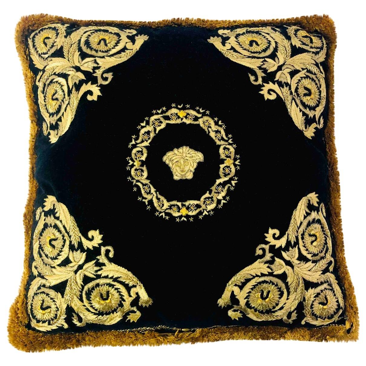 Cojin de Terciopelo Versace