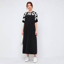 T-Shirt Kleid mit Fledermausaermeln und Buchstaben Grafik