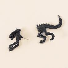 1 pieza pendiente con perforacion de hombres con dinosaurio