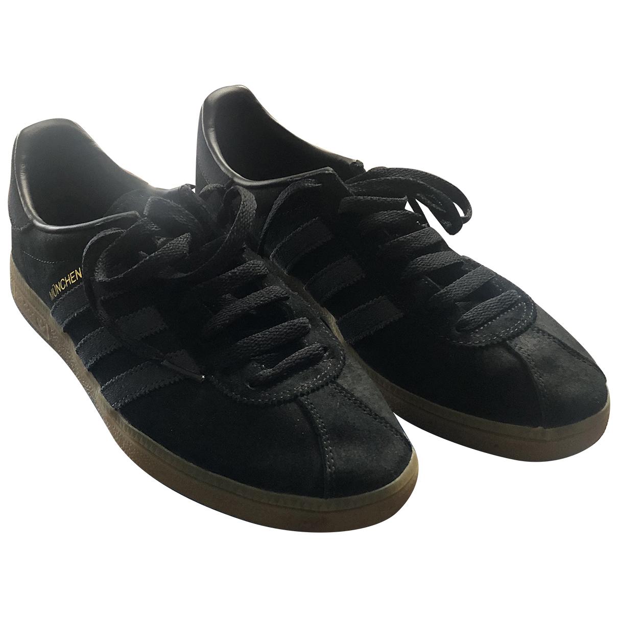 Adidas \N Sneakers in  Schwarz Veloursleder