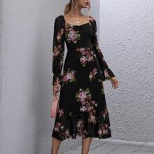 Kleid mit quadratischem Kragen, Rueschenbesatz, Blumen Muster und Netzstoff