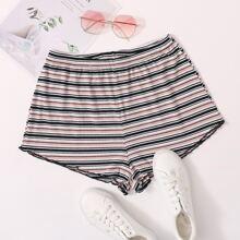Shorts mit gekraeuseltem Saum und Streifen