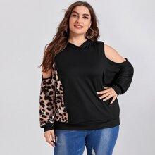 Schulterfreies Sweatshirt mit Kontrast, Gepard Muster und Kapuze