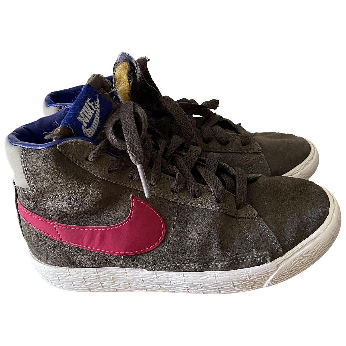 Deportivas Blazer de Cuero Nike