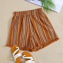 Shorts mit Fransen, Spitzenbesatz und Streifen